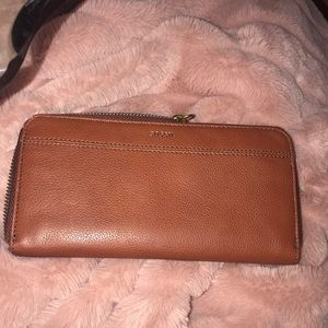 NWT fossil wallet✨